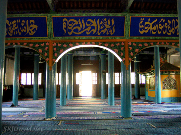 pillars inside a Chinese mosque