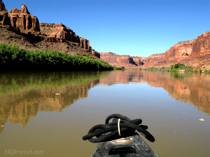 The Green River reflecting the canyon walls. Utah.
